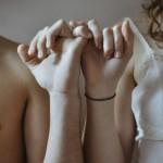 【感動実話・恋愛】  運命の赤い糸はあった!生まれた瞬間から結ばれたままの夫婦
