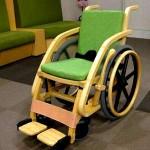 今日使える雑学~非金属性 空港用竹製車椅子
