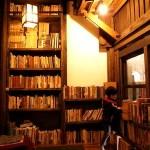 今日使える雑学~神田神保町の古本屋が片側に集中している理由