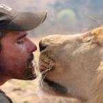 人間とライオンが共存する村